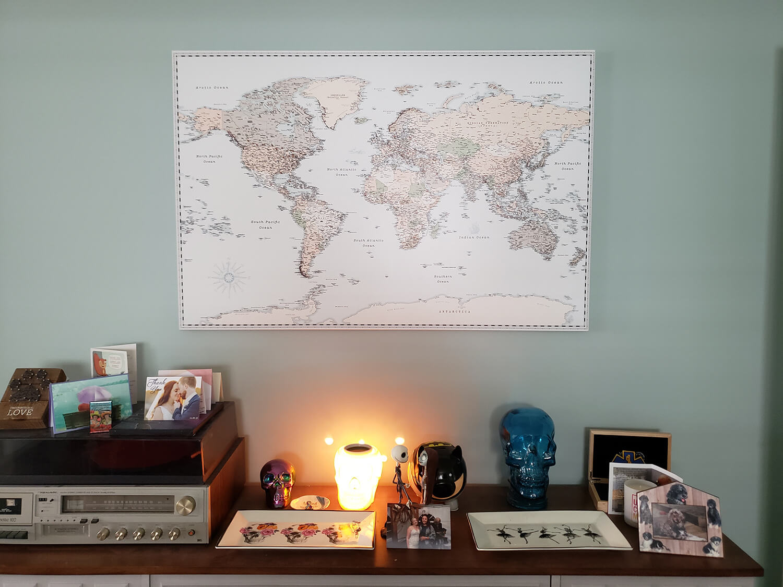 map decor in livingroom ideas